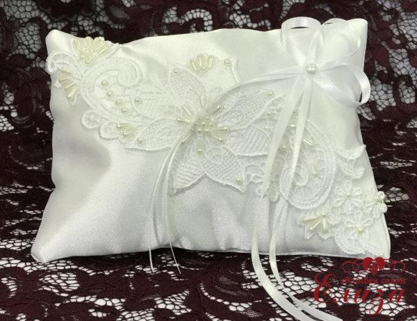 Сатенена възглавничка за халки в бяло E5